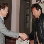 Chairman Pakistan Tehreek-e-Insaf Imran Khan receiving Mr Ai Ping Vice Minister of #CPC.
