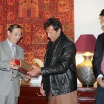 Exchange of Souvenirs between Pakistan Tehreek-e-Insaf and #CPC China.