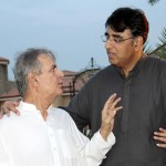 Makhdoom Javed Hashmi discussing along with PTI Candidate NA48 Islamabad, Asad Umer at Iftar Dinner hosted by Dr Shahzad Waseem.