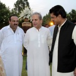 Dr Shahzad Waseem discussing along with Makhdoom Javed Hashmi and Malik Sajid at Iftar Dunner hosted by Dr Shahzad Waseem.