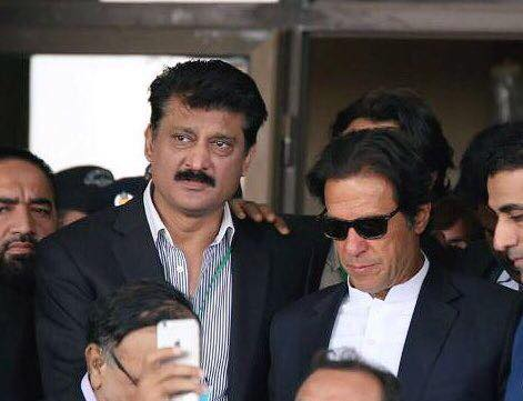 Dr Shahzad Waseem accompanying chairman PTI Imran Khan at Supreme Court for today's hearing of Panamagate case - 03