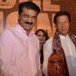 Dr Shahzad Waseem received souvenir at conference on food security chaired by Chairman PTI Imran Khan
