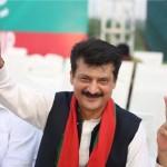 Jubilant scenes all around as Pakistan celebrates the disqualification of Godfather of corruption. #YaumETashakur